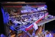 f.s.k.-klavierzertrümmerung-im-hkw-©-stephanie-pilichkw